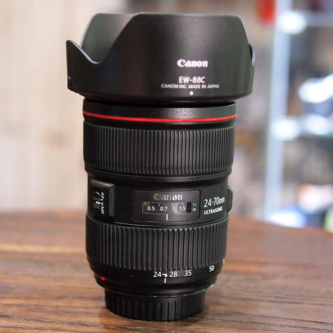 Canon EF 24-70mm f/2.8L II USM - MINT CONDITION | 7104