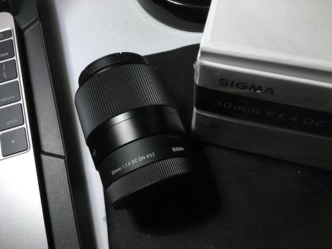lensa sigma 30mm DC DN for sony e mount