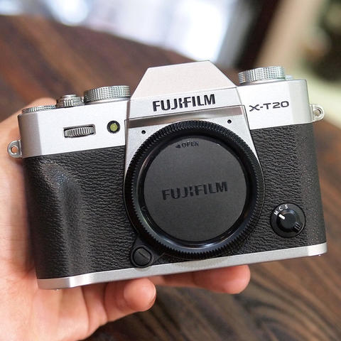 FUJI X-T20 / XT20 BODY ONLY - MINT CONDITION | 7855