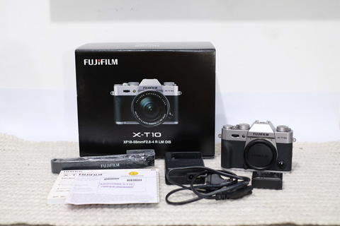 Fujifilm XT 10 Body only Silver normal dan fullset