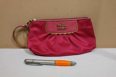 Dompet wanita branded COACH C382 Pink satin wristlet second original