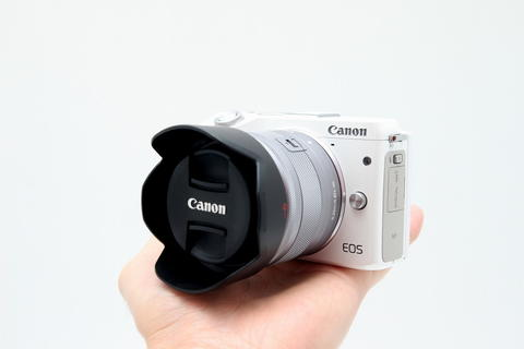 ISTIMEWA Canon EOS M3 15-45mm Like New BONUS