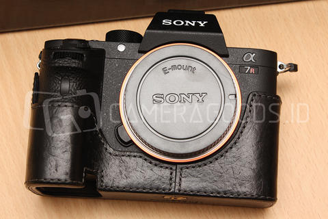 [ CAMERA GOODS ] FS Sony Alpha A7R Mark II With Leather Case - Super Mint Condition
