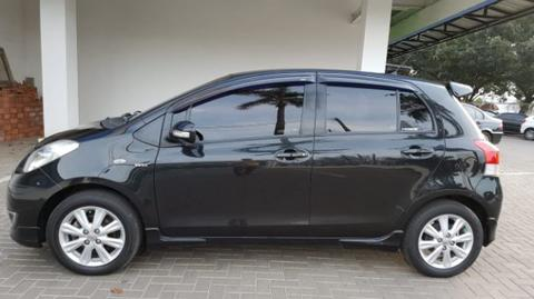 yaris e 2011 black manual