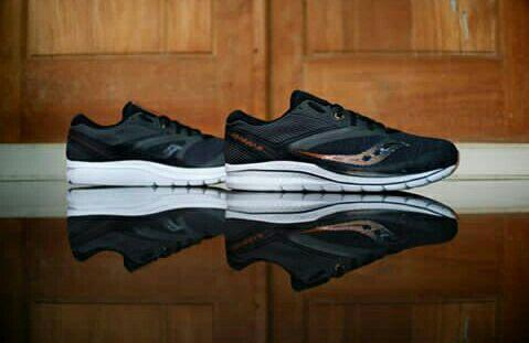 saucony running kinvara 9 black gold white