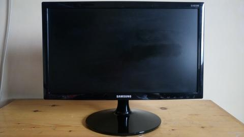 "LED Monitor Samsung 19"" HDMI Ready S19D300HY"
