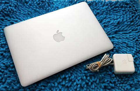 "Macbook Air 13"" Late 2010 SSD 128GB Mulus 99% Batre Awet Murah Banget"