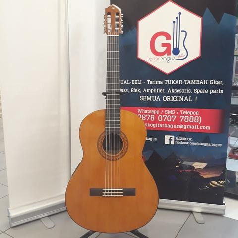Yamaha CX40 Classical/Acoustic Electric w/case