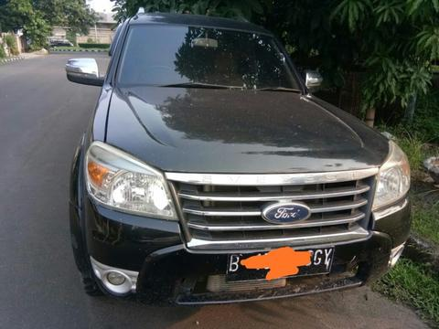 WTS Mobil Ford Everest 2011 Hitam Matic