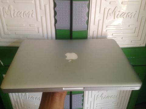 Macbook pro 13 inch intel core i7 2.7GHz
