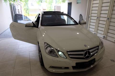 MERCEDES BENZ E250 COUPE WHITE ON RED 2011