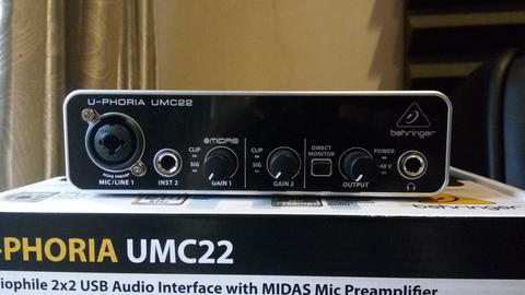 Soundcard / Audio Interface Behringer UMC22 with MIDAS Preamp
