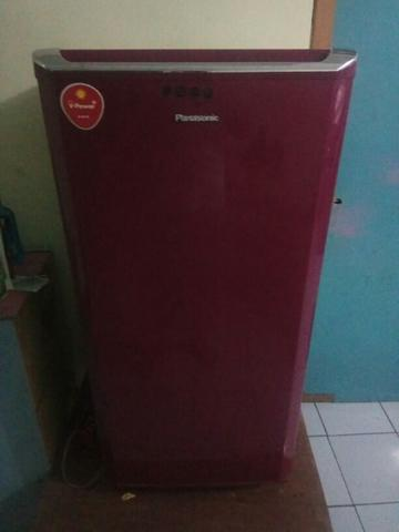 Kulkas Panasonic 1 PINTU warna merah second, full original bagus dingin dan normal.