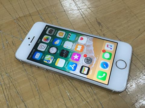 iphone 5s 64gb Gold .. bukan distributor
