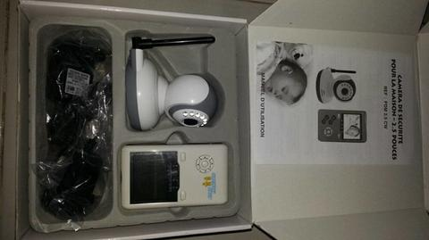 """2.4GHz Wireless 2.5"""" LCD Baby Monitor Kit"""