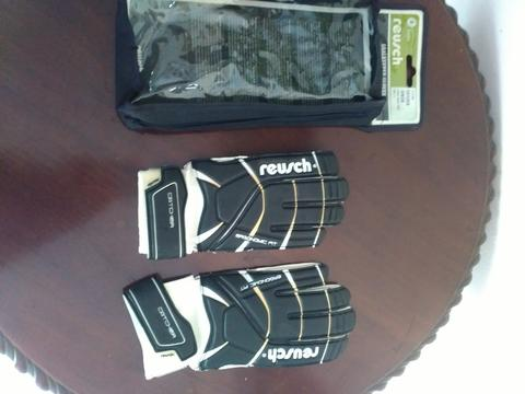 Sarung Tangan Kiper / Goalkeeper Gloves REUSCH (Junior Size 6)