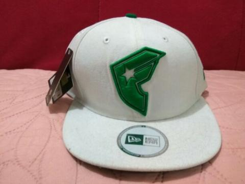 Topi Snapback Famous Stars and Straps Cross Up