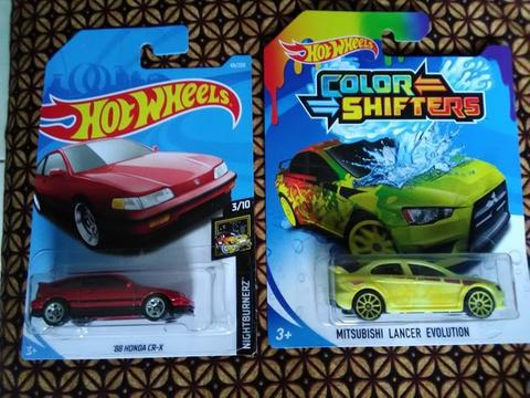 hotwheels 2pcs