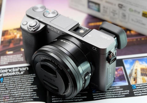 Sony A6000 Grey Kit 16-50 OSS SC 8rb-an Ex Garansi Resmi Sony Indonesia Mulus