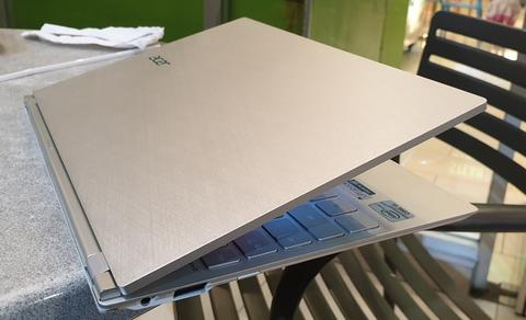 Sangat Tipis Acer S7 Touch Core i5 Dual Speaker Dolby Keyboard Lampu Mulus