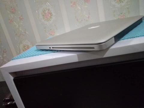Macbook Pro MD313 2011 Late core i5 2.4ghz 4gb, SSD 256gb, bagusss normal!!!!