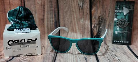 Kacamata Oakley Frogskins edisi Heritage Collection Seafoam grey etching 30th unisex