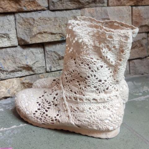 Preloved (1psg Size 35) White Knit Lace Boots Import