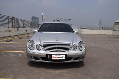 Mercedes Benz E260 Tahun 2005 / 2006 Matic Abu-abu Muda Metalik - Handy Autos