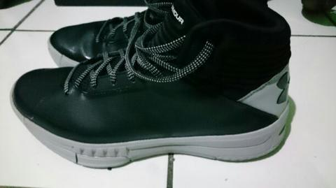 Sepatu Under Armour Lockdown