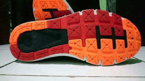 Sepatu Under Armour Charged Rogue