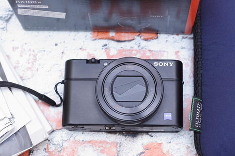 SONY RX100 IV LIKE NEW