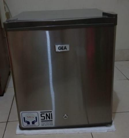 "KULKAS MINI BAR ""GEA"" Like New [JAKBAR]"