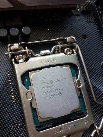Processor intel core i7 7700 speed to 4.2Ghz fullset garansi 2021