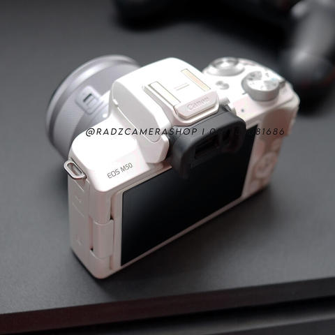 Canon EOS M50 White Kit 15-45mm STM Istimewa
