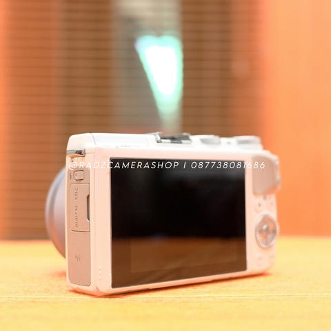 Canon EOS M3 White Kit 15-45 mm STM Istimewa