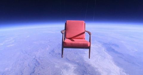 5-benda-unik-yang-pernah-dibawa-keluar-angkasa