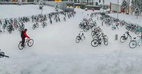 belajar-dari-finlandia-dimana-para-pelajar-ke-sekolah-dengan-sepeda-walau-musim-dingin