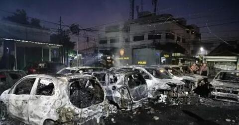 apakah-mobil-yang-dibakar-saat-kerusuhan-akan-diganti-asuransi