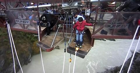 bocah-top-penakluk-esktrem-sport-bungee-jumping