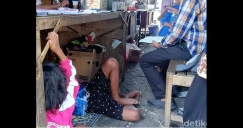 pasutri-7-anak-tinggal-di-kolong-angkringan-setelah-diusir-dari-kontrakan