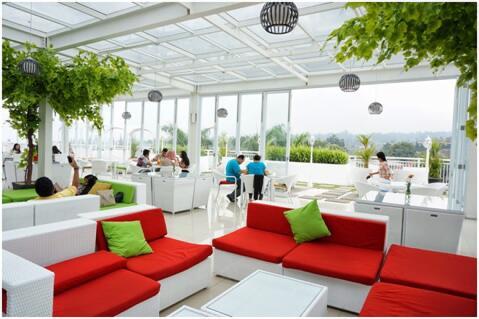 Nicole S Kitchen And Lounge Spot Unik Untuk Berfoto Di