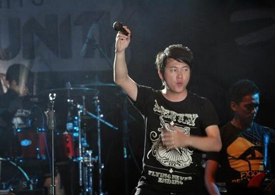 7 Vokalis Dari Ajang Pencari Bakat Yang Sekarang Tenar Dengan Bandnya