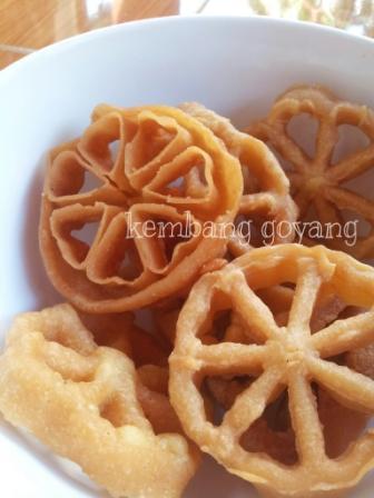 Terjual Jual Makanan Jajanan Kue Kering Tradisional Kembang Goyang