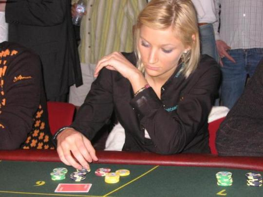Veronika Larsen, Dewi Poker Nordic | KASKUS
