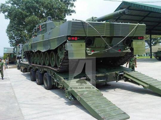 Truk militer tni (tentara nasional Indonesia) - PICTURE