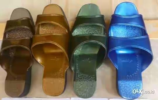 Deretan Sepatu dan Sandal Legendaris di Era 80-90an - Page4  af52947809