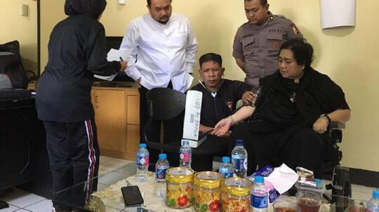 (Pulang duluan) Rachmawati Tinggalkan Mako Brimob, Ahmad Dhani Cs Masih Diperiksa