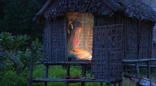 Ritual Kontroversial Cari Jodoh di Kamboja dalam Gubuk Cinta