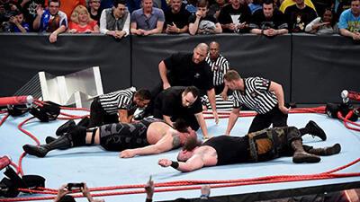 Inilah 5 Aksi Heboh yang Membuat Ring WWE Roboh!
