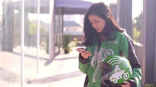 4 Driver Cantik Ojek Online yang Bakal Bikin Agan Ogah Turun